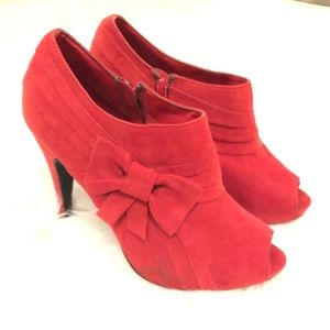 Cato Red suede peep toe platform pump with a bow